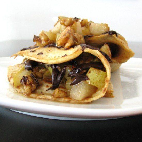 Rezept Pfannkuchen mit karamellisierten Birnenstückchen, Walnüssen und Schokolade