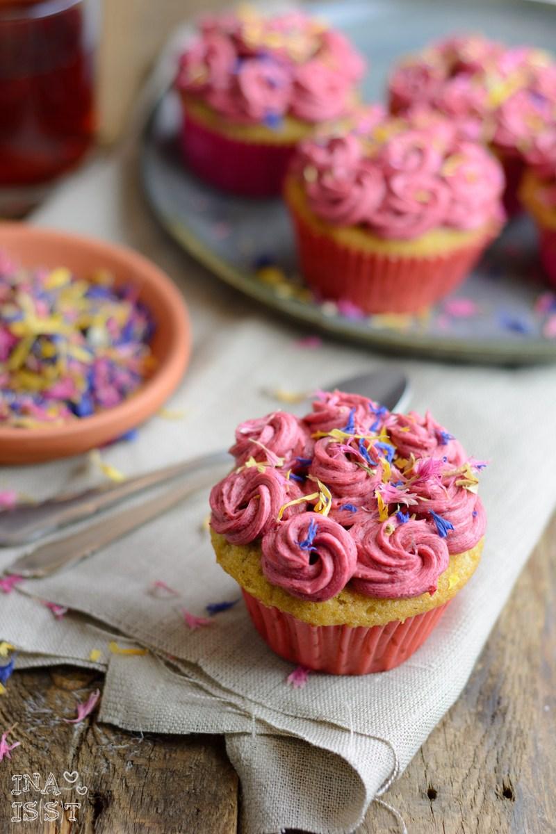 Rezept Pfefferminz-Cupcakes mit Brombeer-Topping
