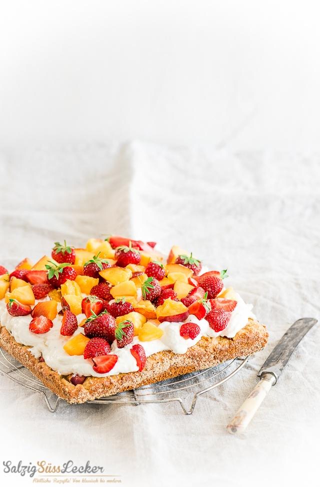 Rezept Pfirsich-Erdbeer-Kuchen mit marzipanigem Boden
