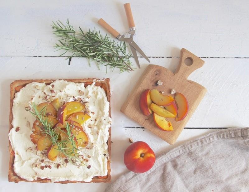 Rezept Pfirsich Tarte mit Rosmarin und Mascarpone