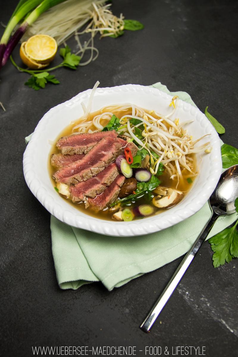 Rezept Pho - vietnamesische Suppe mit Rind, Reisnudeln & Gemüse