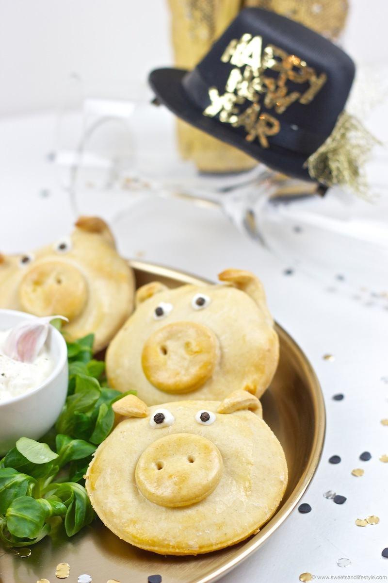 Rezept Pikant gefüllte Glücksschweine