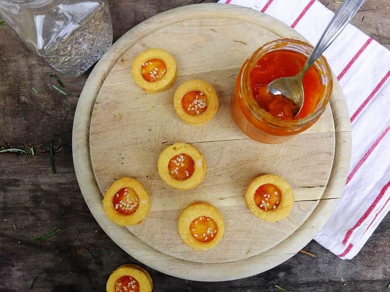 Rezept pikante Kekse mit Käse und Marillenmarmelade
