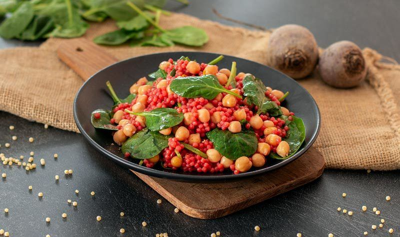 Rezept Pinker Couscous-Salat mit Babyspinat