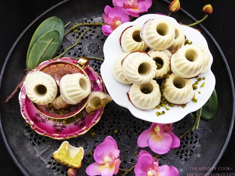 Rezept Pistazien Rum Mini Gugl mit weißem Kleid