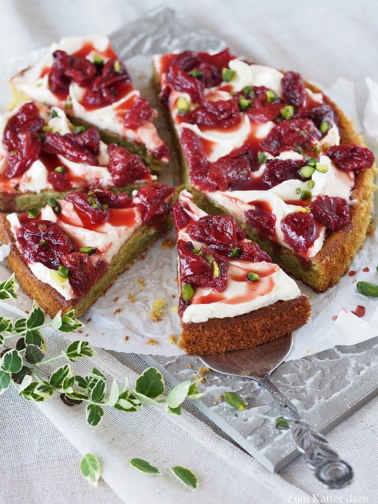 Rezept Pistazienkuchen mit Mascarpone und gerösteten Erdbeeren