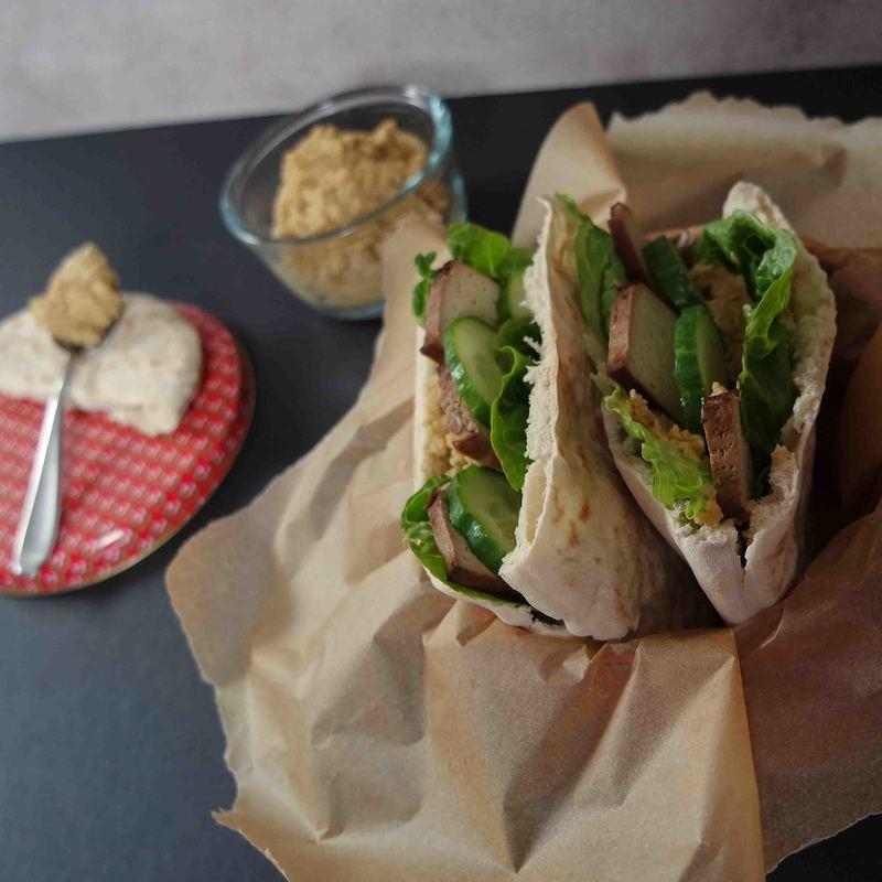 Rezept Pita mit Hummus und Räuchertofu