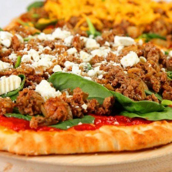 Rezept Pizza mit Lamm, Spinat und Paprika Sosse