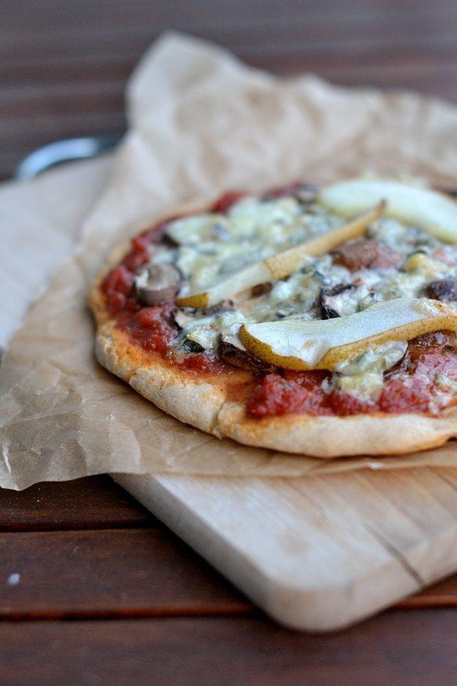 Rezept Pizza mit Pilzen, Gorgonzola und Birne