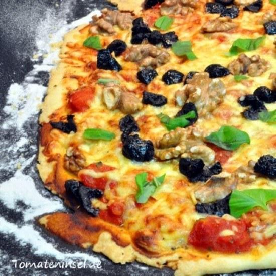Rezept Pizza mit Walnüssen und Oliven