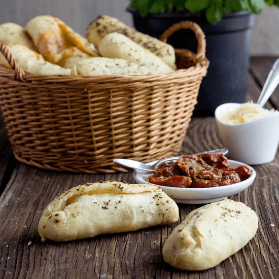 Rezept Pizzabrötchen mit dreierlei Füllung