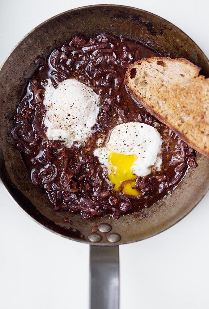 Rezept Pochierte Eier in Rotweinsauce - Oeufs en meurette