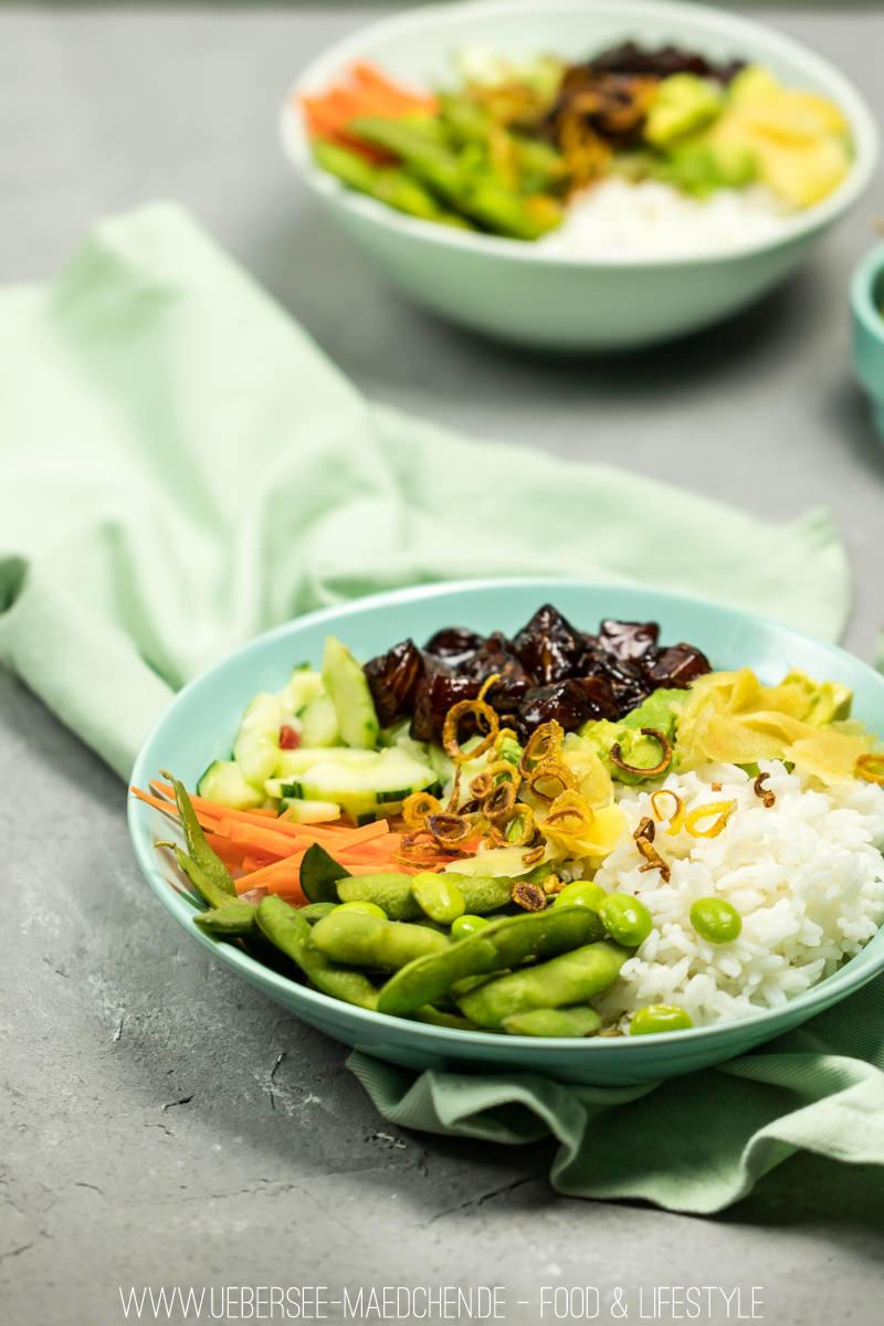 Rezept Poke-Bowl mit Jasminreis, mariniertem Soja-Lachs und Gemüse