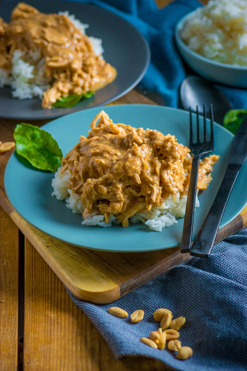 Rezept Pulled Chicken in cremiger Erdnusssauce - perfekt für den Slowcooker