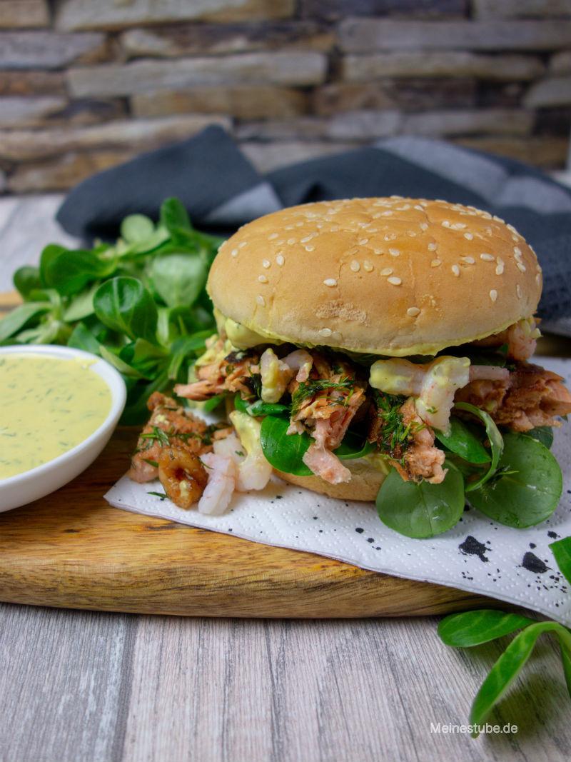 Rezept Pulled Lachs Burger mit leckerer Honig Senf Sauce und Krabben