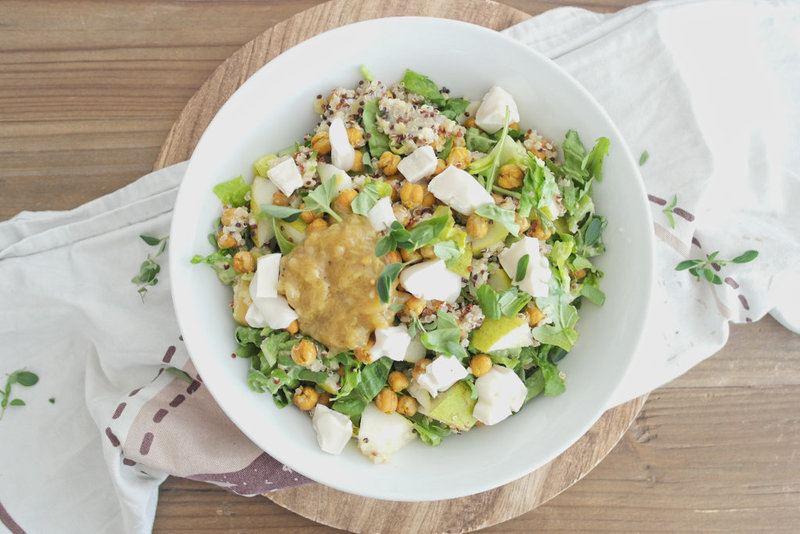 Rezept Quinoa-Salat mit gerösteten Kichererbsen, Birne und Ziegenkäse