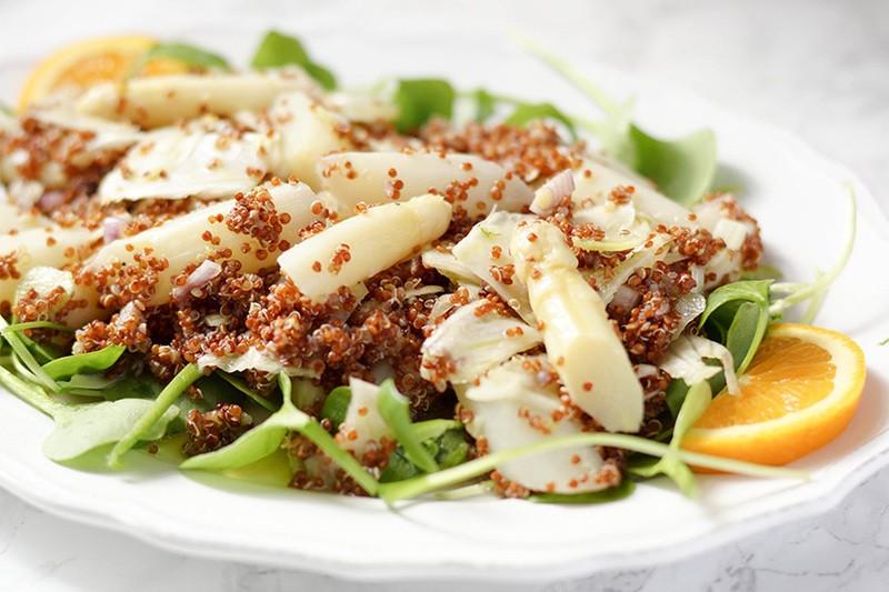 Rezept Quinoa- und Postelein-Salat mit weißem Spargel und Fenchel