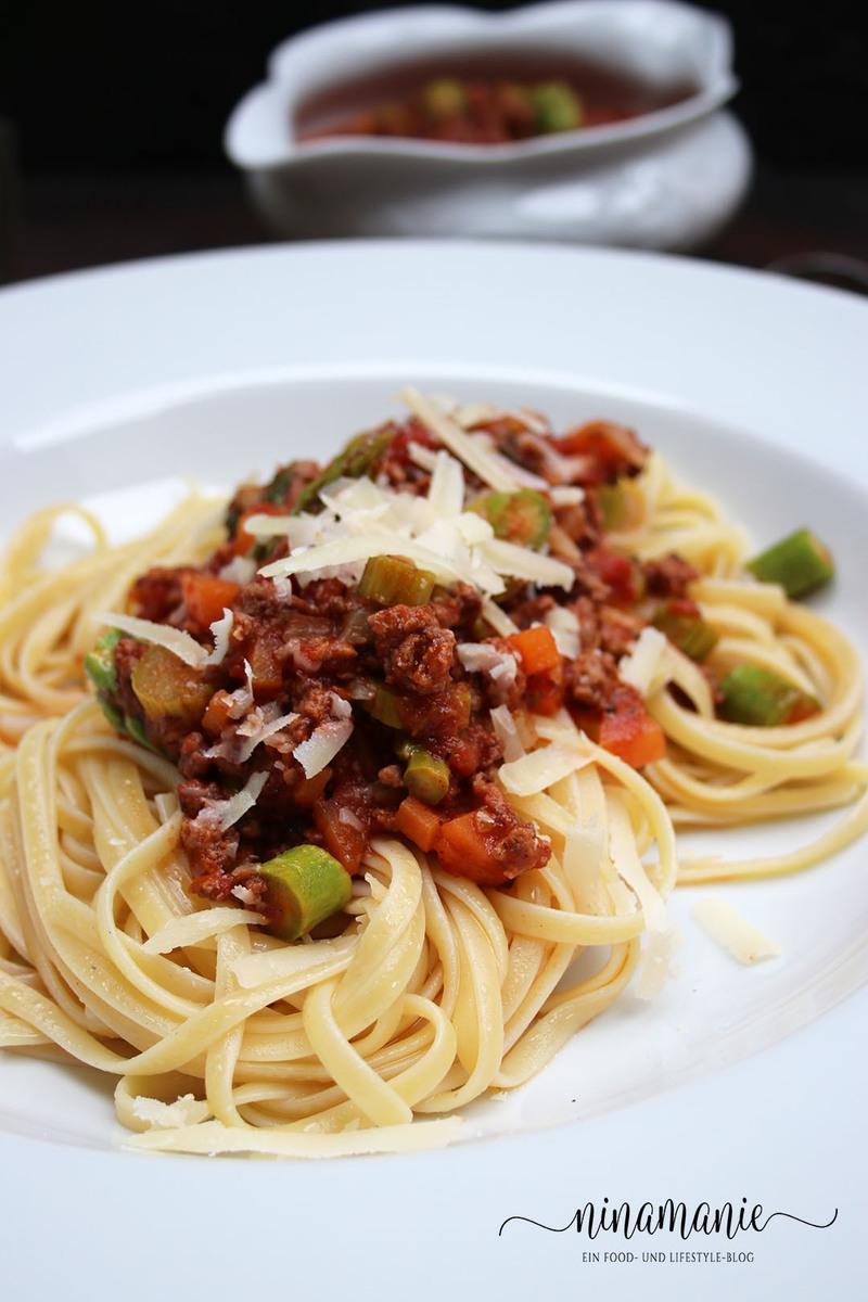 Rezept Ragù alla Bolognese mit Spargel zu Linguine