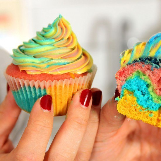 Rezept Rainbow Cupcakes (Regenbogen Cupcakes)