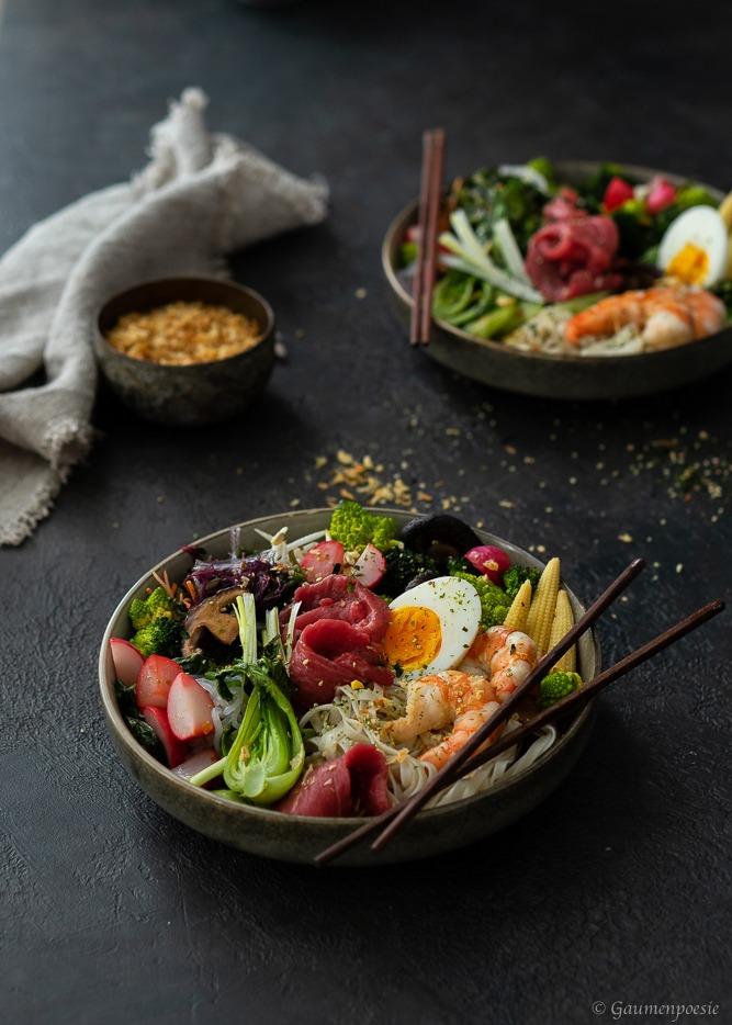 Rezept Ramen-Bowl mit Shrimps und Rinderfiletstreifen
