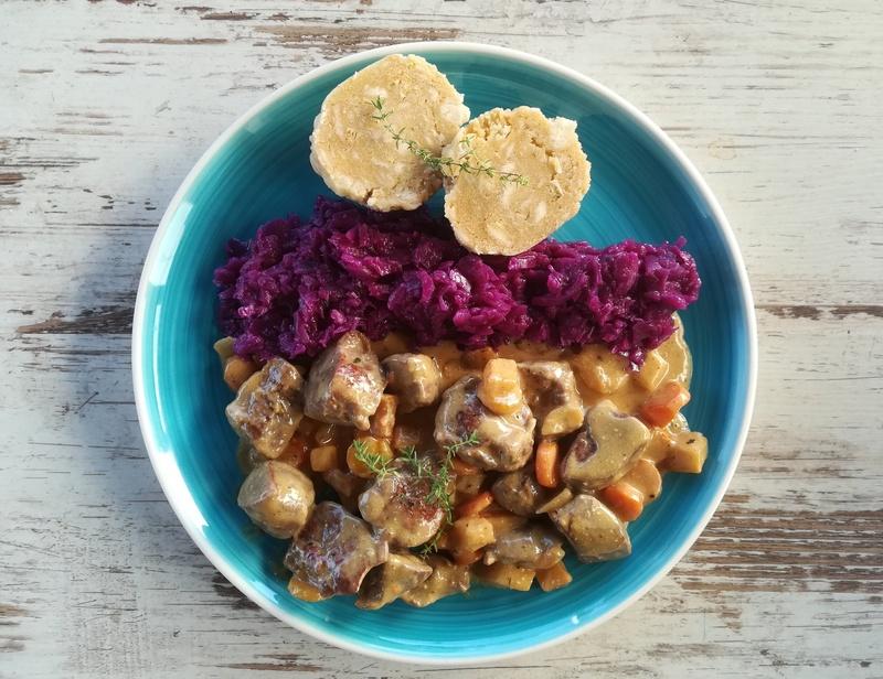 Rezept Rehragout mit Knödel und Rotkraut