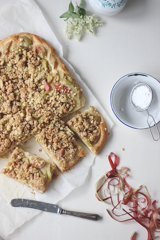 Rezept Rhabarber-Buttermilch-Kuchen mit Streuseln vom Blech