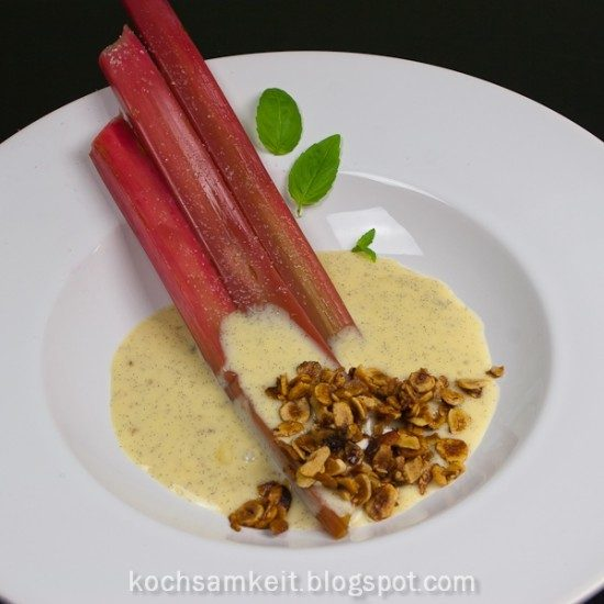 Rezept Rhabarber, Vanillesahne und Haselnusskrokant