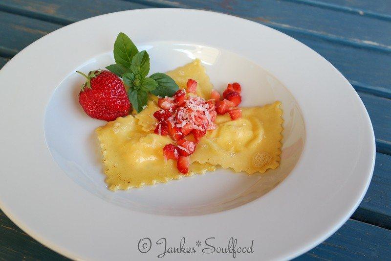 Rezept Ricotta-Ravioli mit frischen Erdbeeren