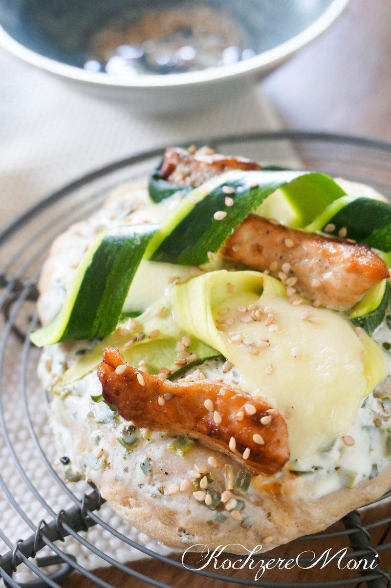Rezept Roggenfladen mit Putensteakstreifen, Zucchini und Mozzarella