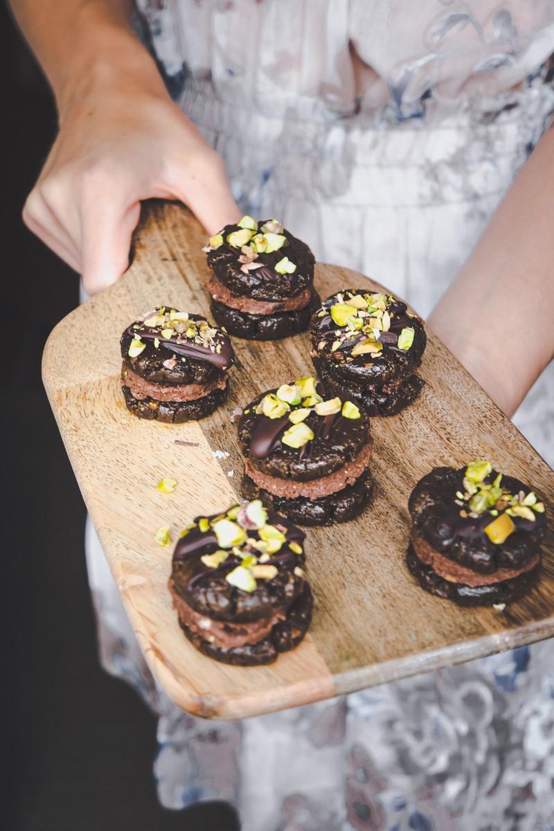 Rezept Roh-vegane Cookie Sandwiches mit Pistazien und Nougat