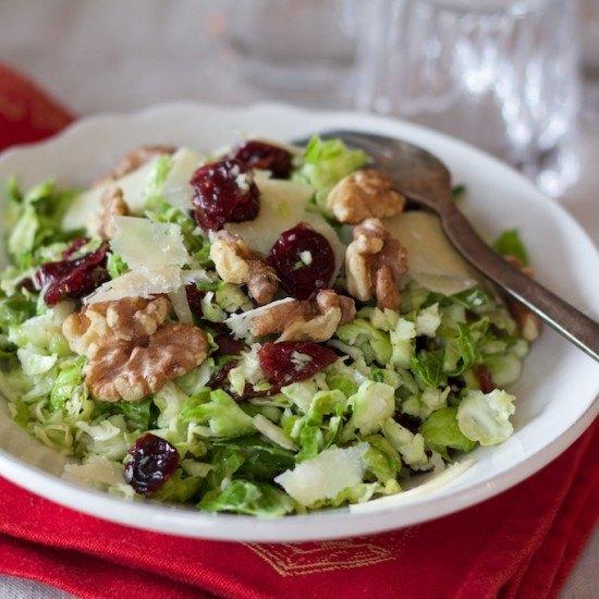 Rezept Rosenkohl Salat mit Parmesan, Cranberries und Birne