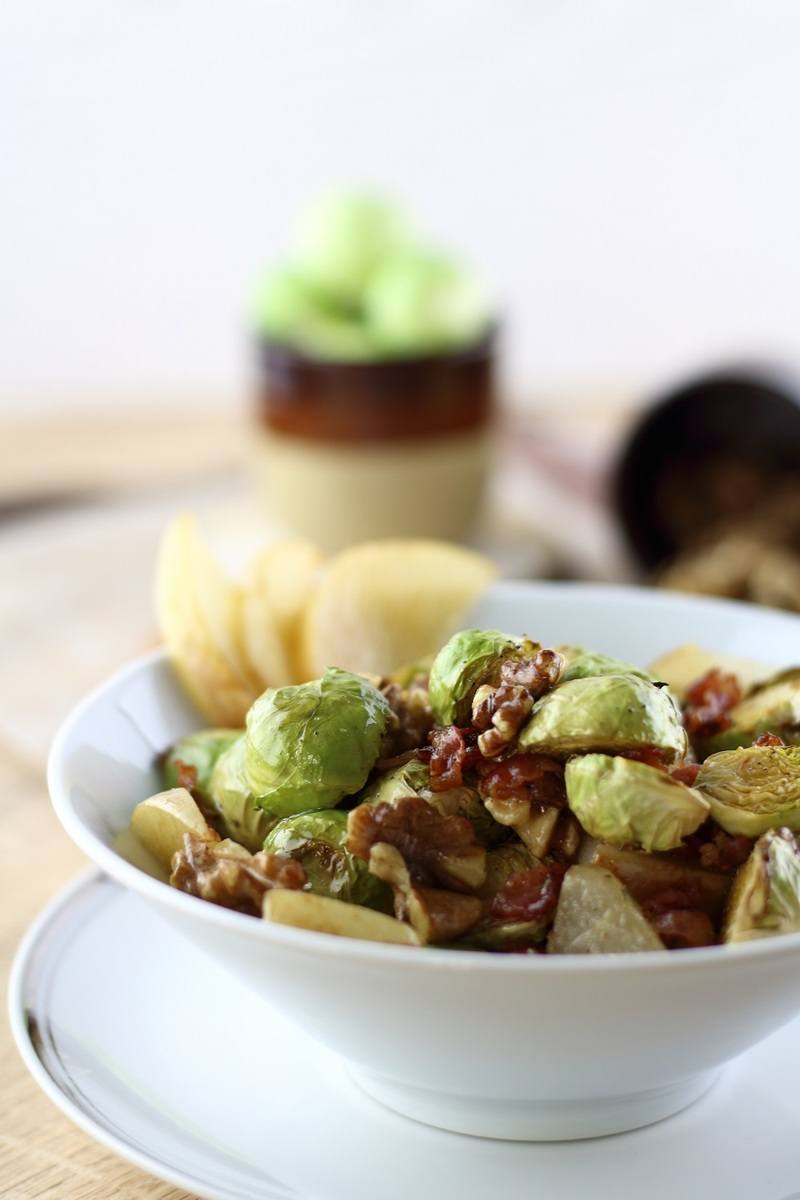 Rezept Rosenkohlsalat mit karamellisierter Nashi-Birne & gerösteten Walnüssen