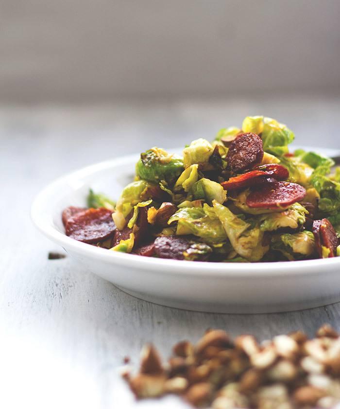 Rezept Rosenkohlsalat mit knuspriger Chorizo und gerösteten Mandeln