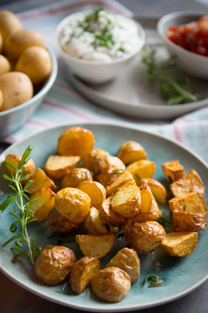Rezept Rosmarin Kartoffelecken mit Tomaten Salsa und Dip