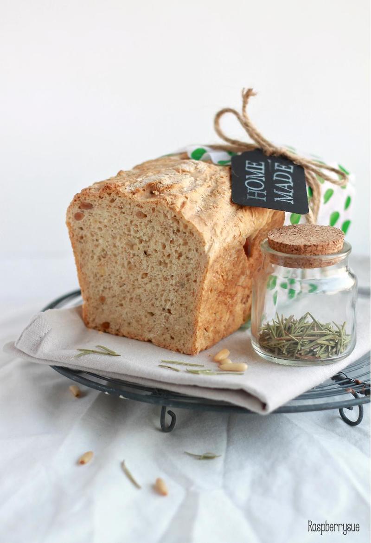 Rezept Rosmarin-Olivenöl-Brot mit Pinienkernen