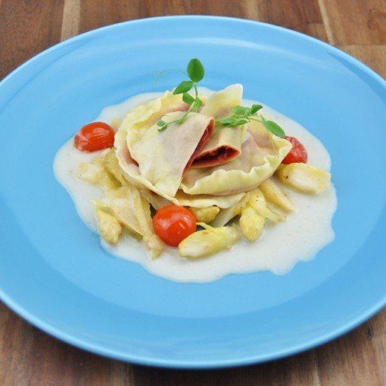 Rezept Rote Bete Ravioli auf Spargel-Fenchel-Gemüse