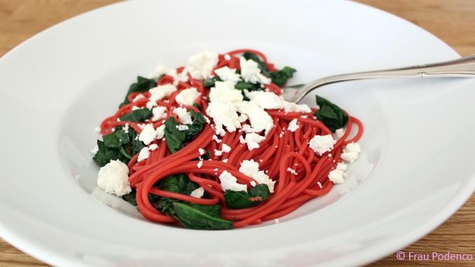 Rezept Rote-Bete-Spaghetti mit Schafskäse und Spinat