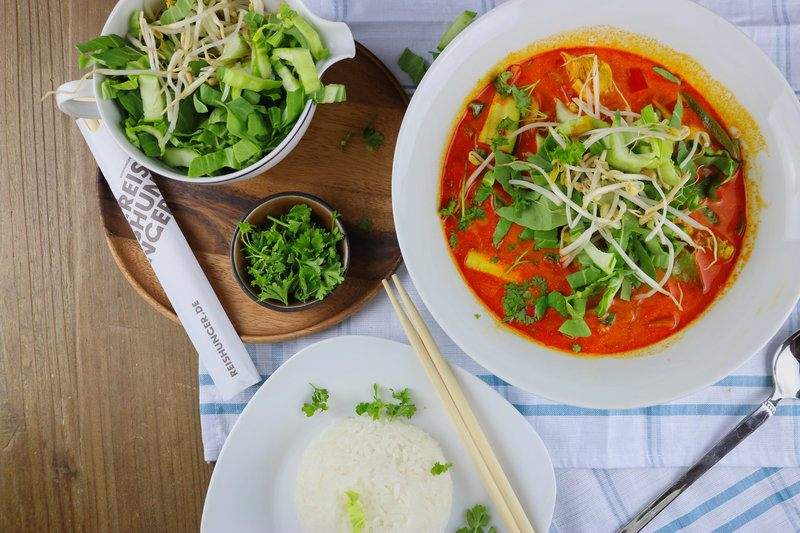Rezept Rote Curry-Bowl mit Hähnchen & Reis