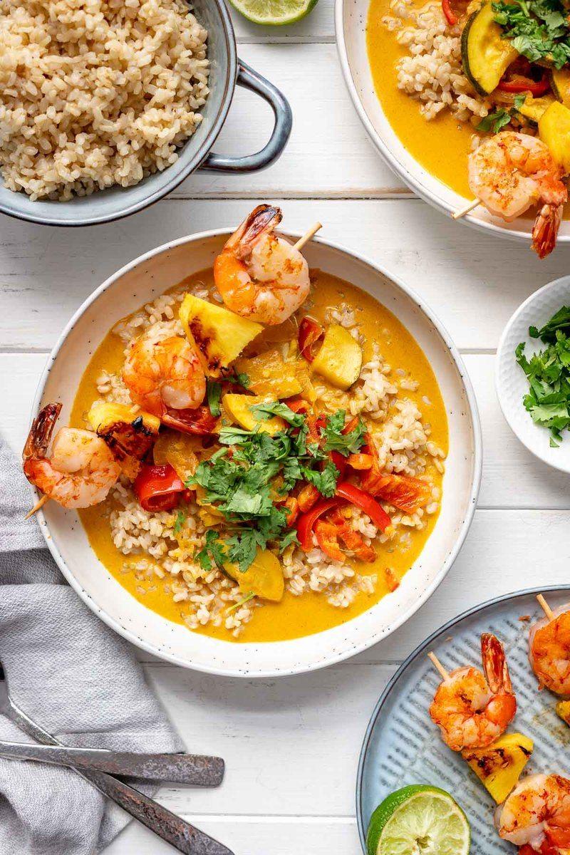 Rezept Rotes Thai Curry mit gegrillten Ananas-Garnelen Spießen