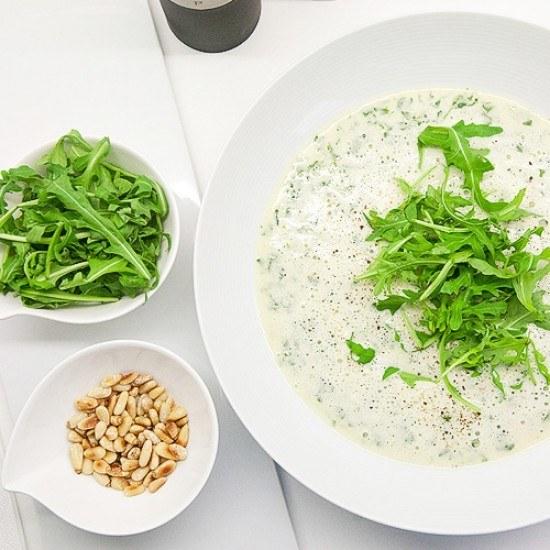 Rezept Ruccola-Schaum-Suppe mit gerösteten Pinienkernen