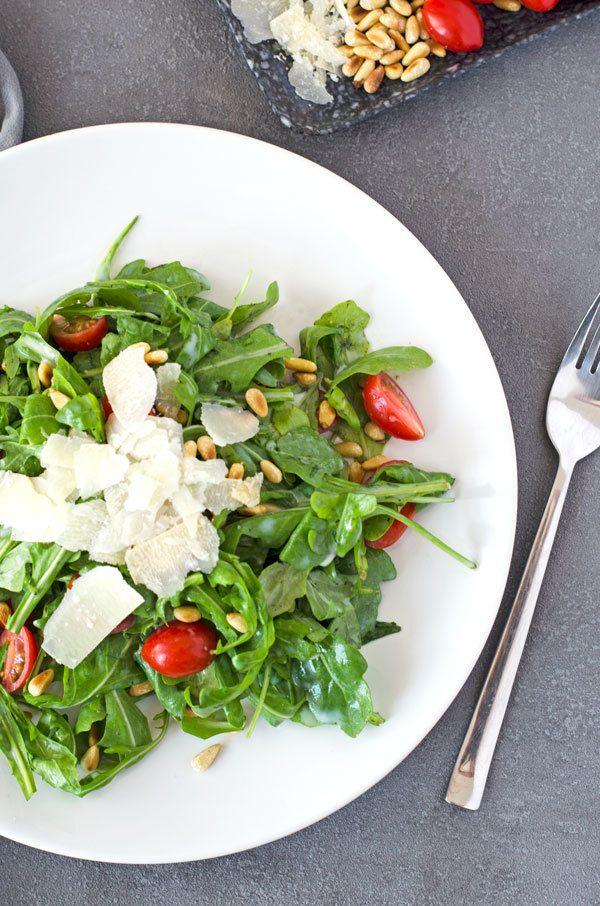 Rezept Rucolasalat mit Tomaten, Pinienkernen und Parmesan