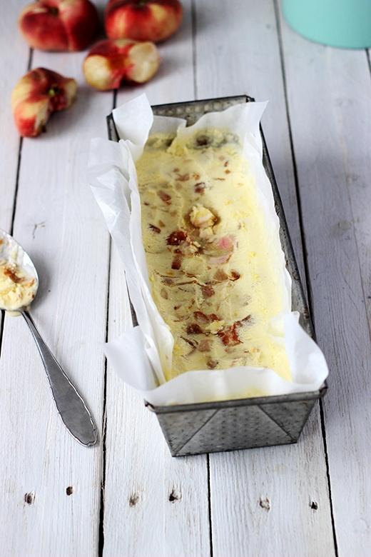 Rezept Safran-Eis mit karamellisierten Wildpfirsichen