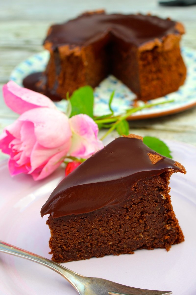 Rezept Saftiger Schokoladen-Hasenusskuchen mit Ganache-Topping