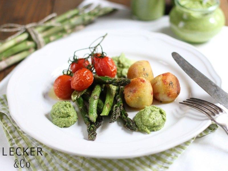Rezept Salami-Knödelchen mit Spargelpesto und Ofentomaten