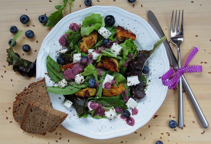 Rezept Salat mit Huhn, Feta und Heidelbeeren
