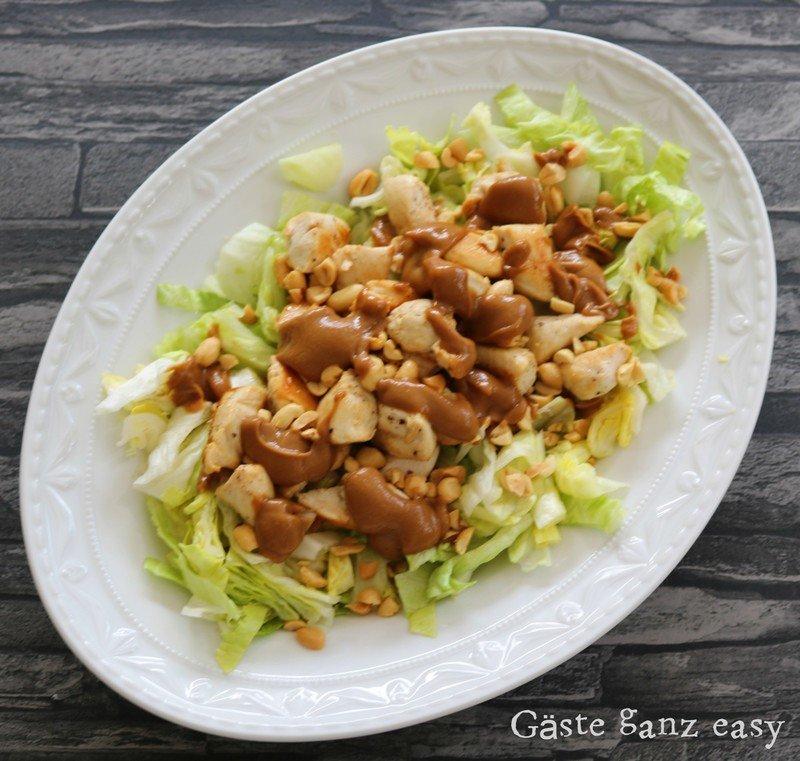 Rezept Salat mit Hühnchen und Erdnusssauce