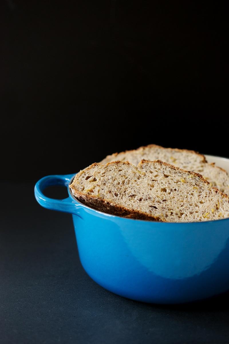 Rezept Sauerteigbrot mit Saaten und gebratenem Lauch