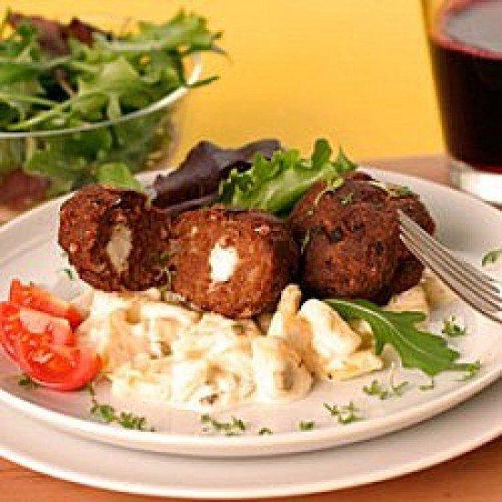 Rezept Schafskäse-Frikadellen auf Kartoffelsalat