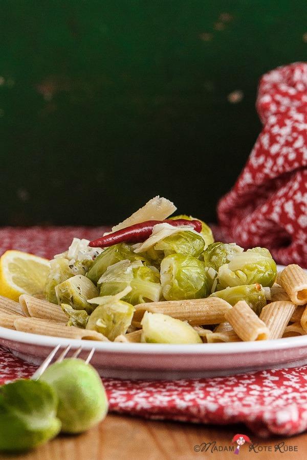 Rezept scharfe Pasta mit Rosenkohl und Parmesan