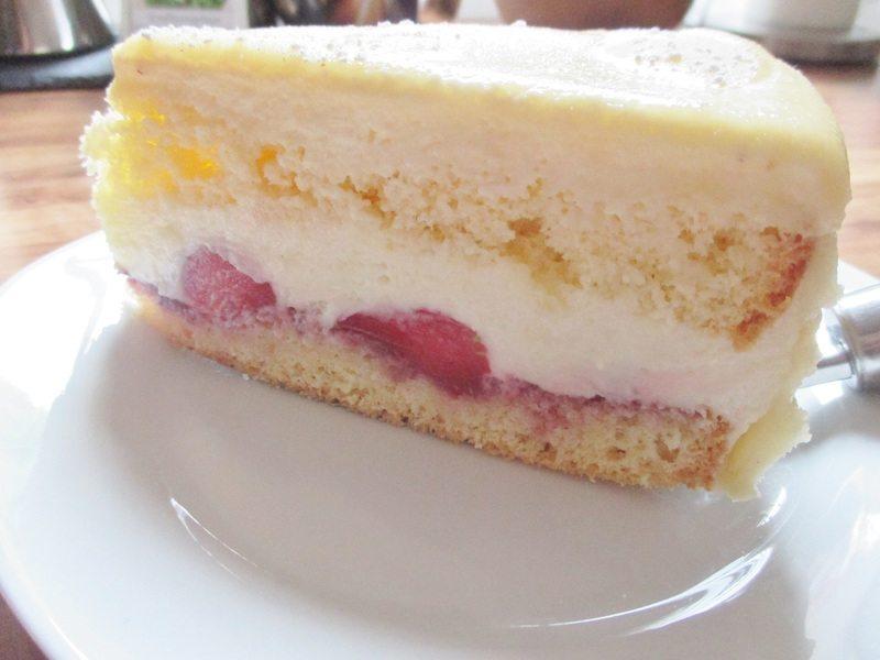 """Rezept schnelle """" Bayrisch Vanillecreme """" Torte mit Erdbeeren"""